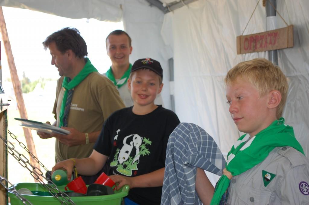 Stavanger 2013: Hele folket i arbeid! Ørn har kjøkkentjeneste.