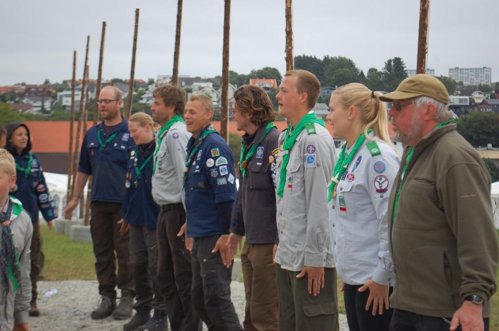 Stavanger 2013: Troppsstaben leder an i Pingvindansen ved leirsenteret.