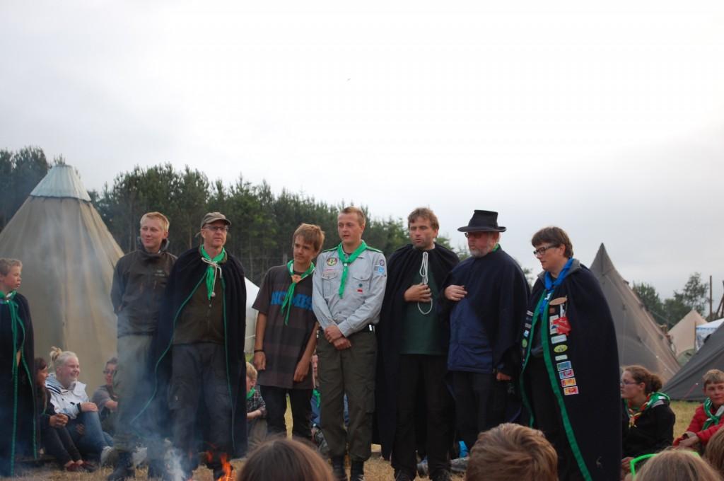 Stavanger 2013: Avsynging av troppens kjenningsmelodi på leirbål med dansker og skotter.Foto: Hanne Birte Hulløen