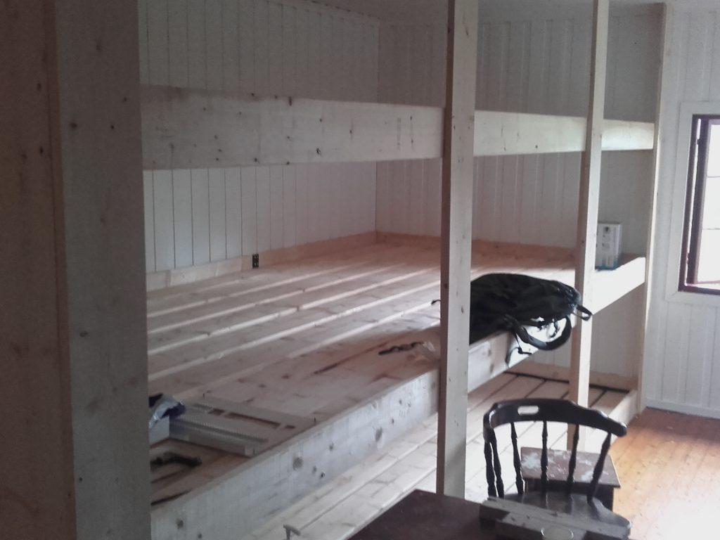 Nye seks-madrassers binger i tre etasjer. Foto: Trond Engen