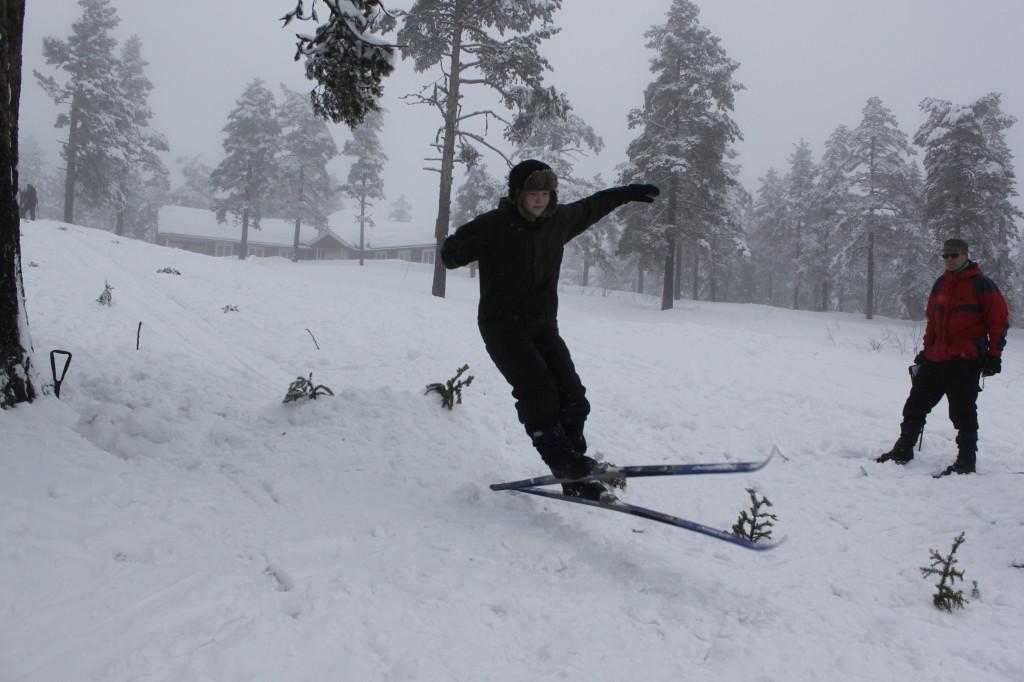 Torjus hopper pent men ikke langt i første omgang. Foto: Kristoffer Nilsson