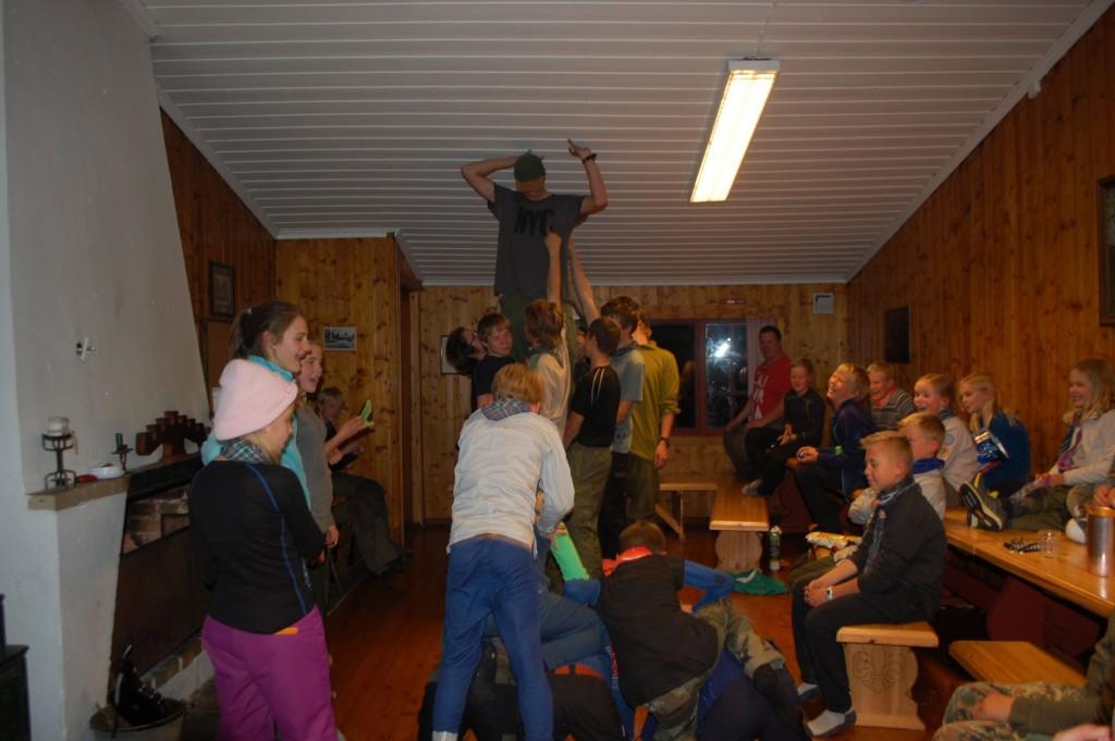 Leirbål. Stemningen står i taket! Foto: Hanne Birte Hulløen.
