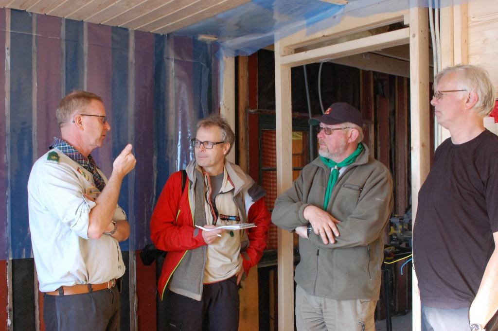 ... mens Reidulf, Jan Terje og Nils Helge fra gildet orienterer pressen. Foto: Hanne Birte Hulløen